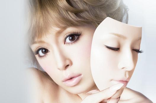 女性睫毛过长 或伤害眼睛