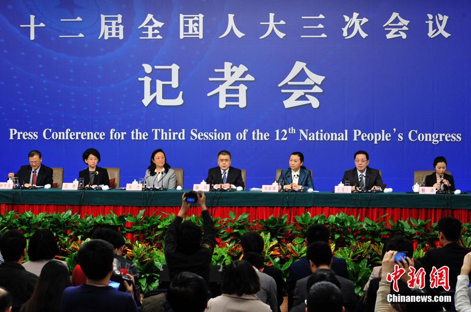La Commission des affaires législatives parle à la presse