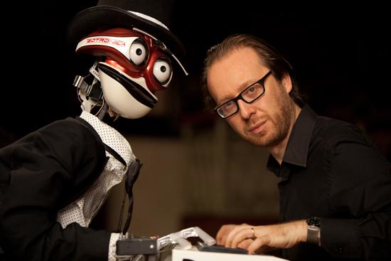 未来世界的键盘手——钢琴机器人挑战古典音乐大师