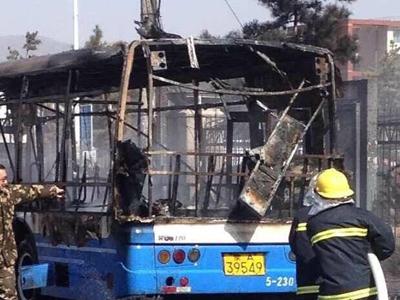 呼和浩特一公交车起火 无人员伤亡