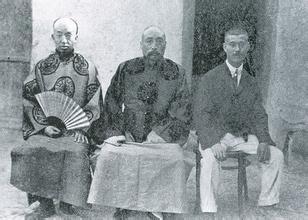 日本强盗吉川小一郎(右)与当时甘肃省安西县电报局长