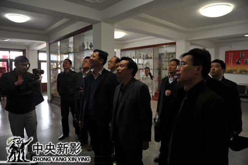 中央新影集团副总裁、总编辑郭本敏向来宾介绍新影历史