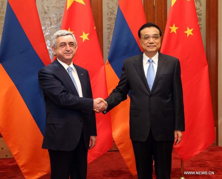رئيس مجلس الدولة الصيني يجتمع مع رئيس ارمينيا