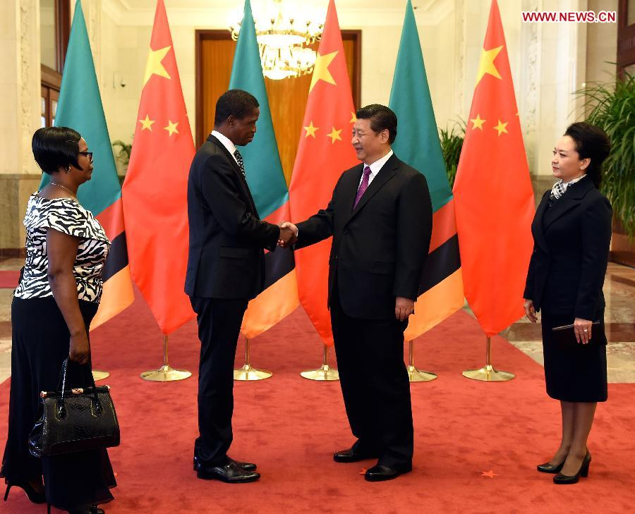 Chinese PresidentXi Jinping(2nd R) shakes hands with Zambian President Edgar Lungu (2nd L) at a welcome ceremony in Beijing, capital of China, March 30, 2015. (Xinhua/Rao Aimin)