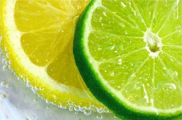 """""""感光食物"""",但事实上,维生素C含量高的蔬菜和水果对于防晒、"""
