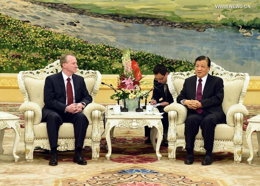التقى ليو يون شان عضو الحزب الشيوعي الصيني البارز الكسندر كوسينتس رئيس حكومة دولة بيلاروس