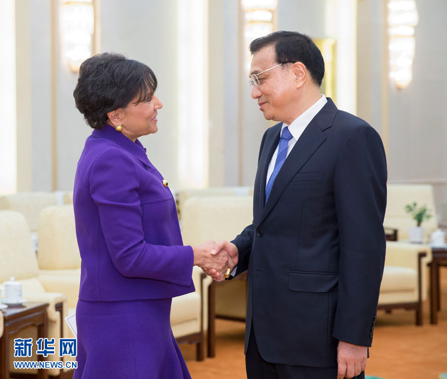 Chinese Premier Li Keqiang has met with US Secretary of Commerce Penny Pritzker in Beijing, to discuss boosting trade ties between the two nations.