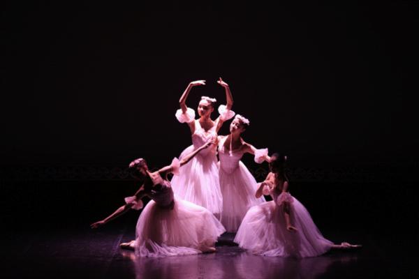 《古典女子四人舞》