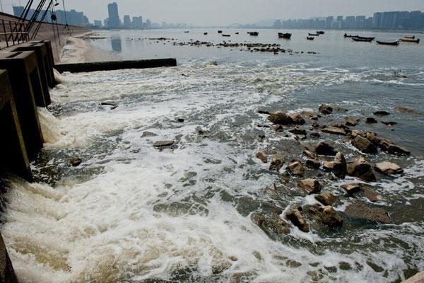 » Como Contaminan Las Fabricas Al Agua