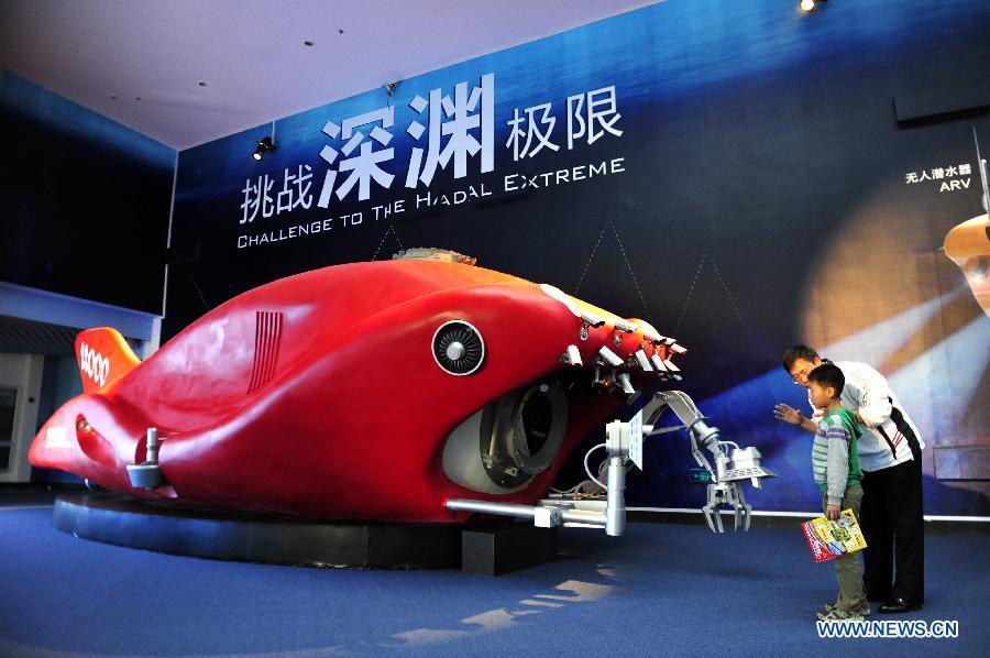 В Китае строится судно-носитель для пилотируемого батискафа с глубиной погружения до 11 тыс метров