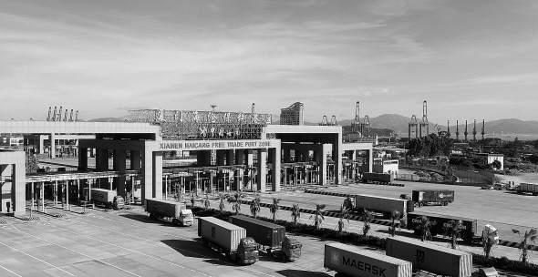 厦门海沧保税港区繁忙的景象