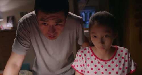 杨树的女儿树苗在网上发现了跟自己妈妈很像的女神顾菁菁,并以杨树的
