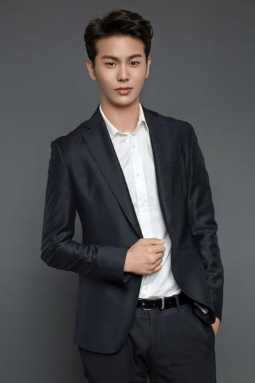 """韩版霸道总裁李星宇 高颜值被粉丝调侃""""太鲜""""_综艺_网"""