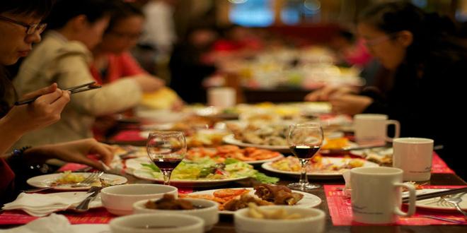 应酬或者聚会,在一天忙碌后,人们习惯性地吃上一顿丰盛的晚餐。