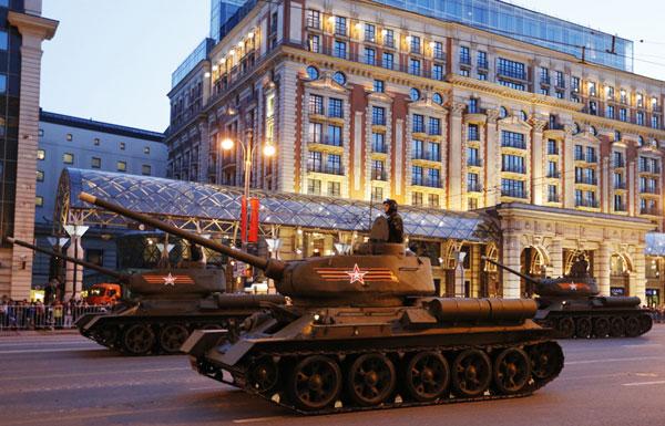 В Москве прошла первая ночная репетиция парада Победы