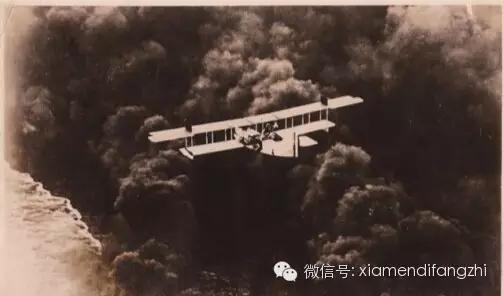 ▲日军飞机在厦门上空轰炸(此照片由紫日提供)