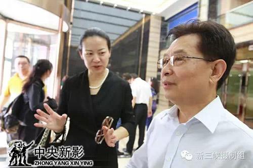 中央宣传部原秘书长、中国政研会副会长官景辉出席仪式并参观由黄金水岸提供的中心办公室