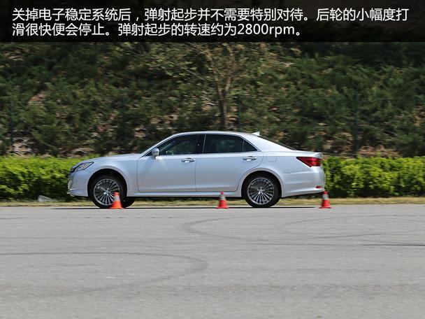 被麻痹的右脚 测一汽丰田全新皇冠2.5l
