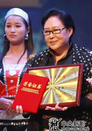 """丝瓜成版人性视频app斯琴高娃荣获""""观众最喜爱的演员""""奖"""