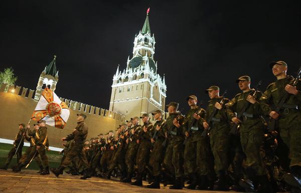 В Москве прошла ночная репетиция военного парада на Красной площади Сергей Фадеичев/ТАСС