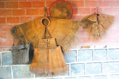 蓑衣:片片棕榈叶 织出农耕情