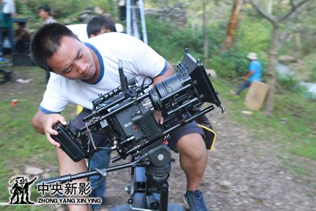 摄影师庄锐在拍摄中