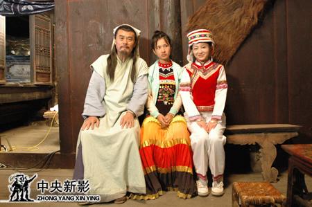 著名演员须士川、知名女演员陈哈妮和缅甸女演员青儿(中)合影