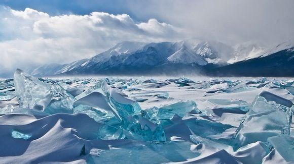 Архив: Китай будет импортировать природную питьевую воду из озера Байкал