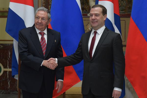 Встреча премьер-министра РФ Д.Медведева с главой Госсовета Кубы Р.Кастро в Москве. Фото TACC