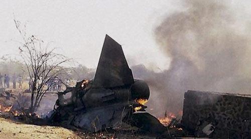 印度空军一飞机坠毁 两名平民遇难