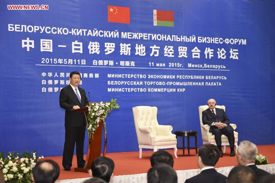 Chinese President Xi Jinping (L) addresses the opening ceremony of a China-Belarus economic and trade forum between local governments of the two countries in Minsk, capital of Belarus, May 11, 2015. Belarusian President Alexander Lukashenko also attended the opening ceremony. Xi arrived here Sunday for a three-day state visit to Belarus, the first by a Chinese head of state in 14 years. (Xinhua/Xie Huanchi)
