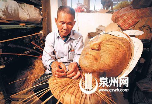 花木兰竹编用去了凌文彬太多心血,他不停地修改不停地修改。