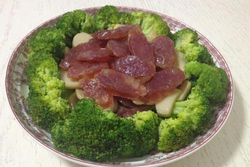 杏鲍菇炒腊肠加上西兰花