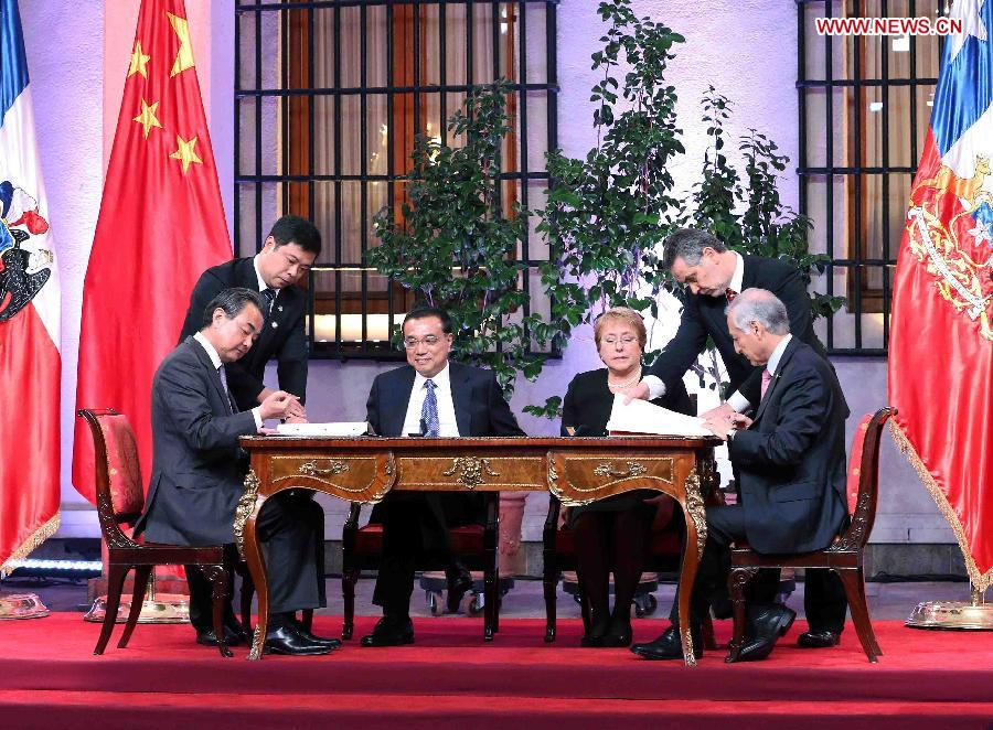China and Chile are deepening their ties in trade and finance. On Monday, the two countries signed a joint declaration, saying that the studies of upgrading the current FTA will start no later than August.