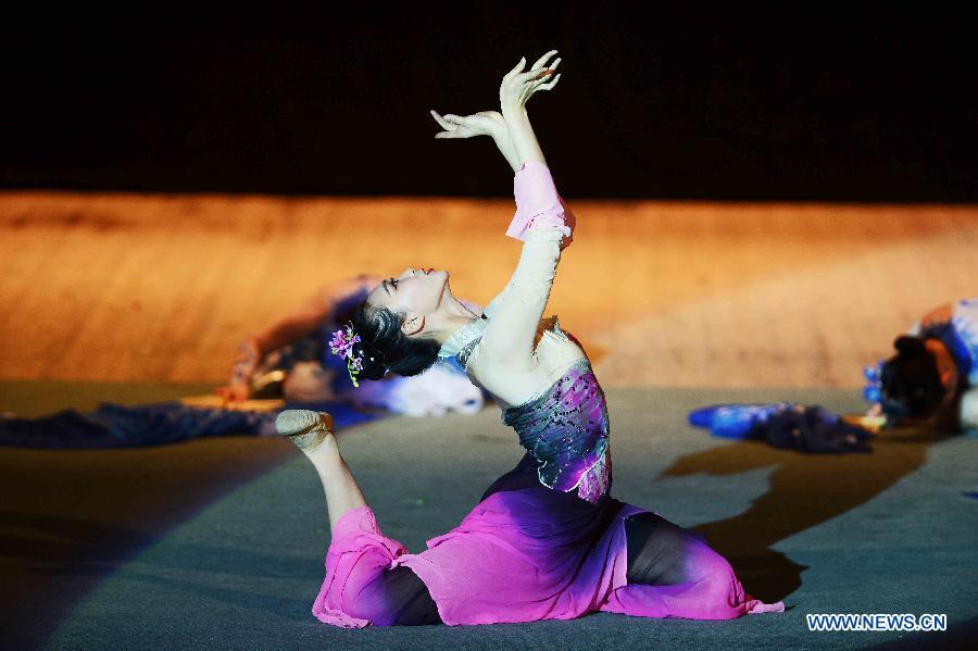 В Ташкенте состоялся концерт китайской Центральной ансамбли песни и пляски