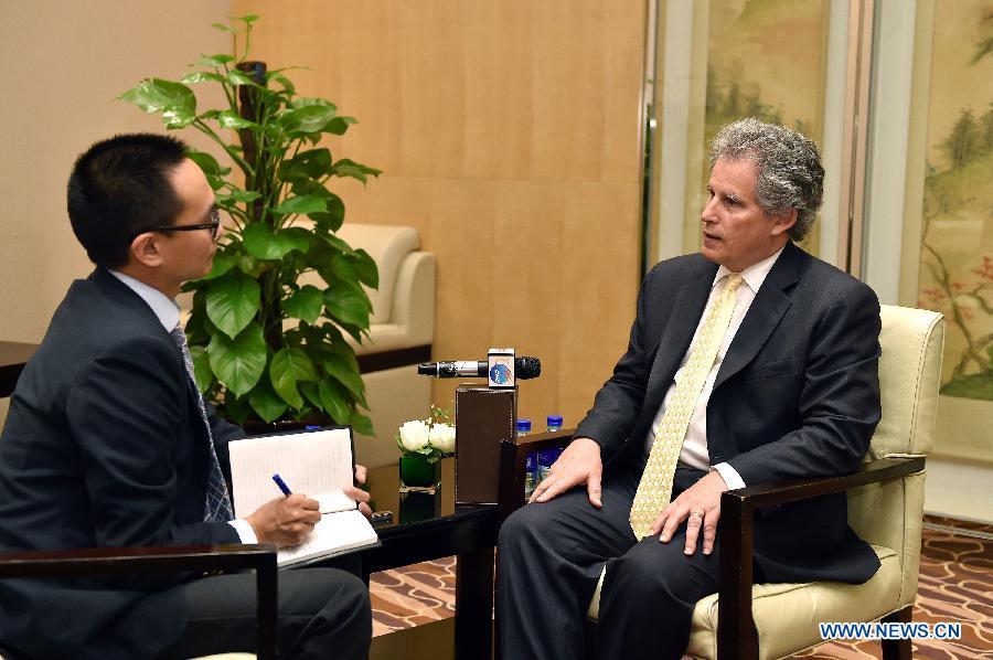 МВФ внмательно отслеживает процесс интернационализации юаня -- заместитель директора-распорядителя МВФ