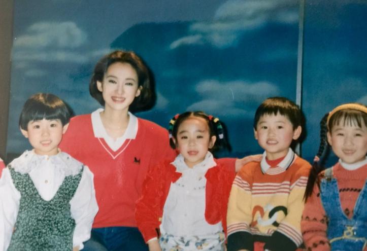 主持人专栏  主持人      小鹿姐姐,1994年3月,小鹿姐姐进入中央电视