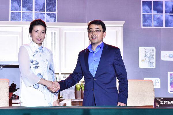 郭晶晶与志邦总经理许邦顺签约代言