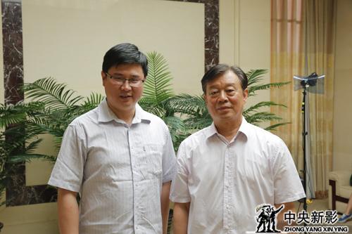干勇副院长与制片人王世光合影