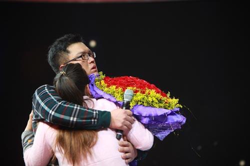 图:节目现场上演温馨注册新宝3求婚一幕。