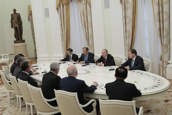 В.Путин встретился с Ван И и министрами иностранных дел стран ШОС. ихаил Метцель/ТАСС