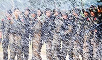 北京总队某部锤炼特战队员意志品质 提升反恐