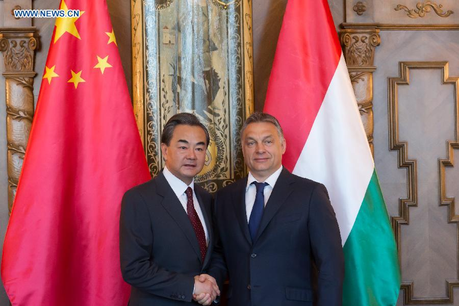 Hungarian Prime Minister Viktor Orban (R) and visiting Chinese Foreign Minister Wang Yi shake hands during a meeting in the Hungarian Parliament in Budapest, Hungary on June 6, 2015. (Xinhua/Attila Volgyi)