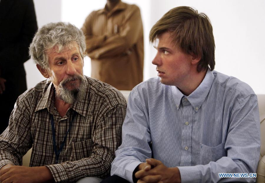 Двое освобожденных российских пилотов прибыли в Хартум