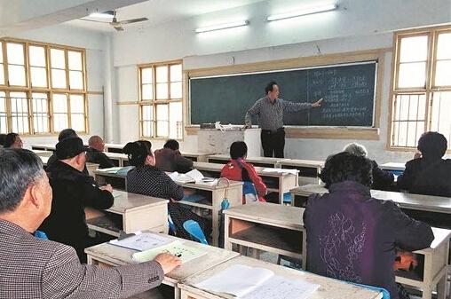 傅孙义先生在授课(资料图片)