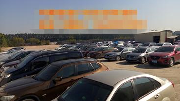 广州白云机场停车场收费标准高,民营停车场抢