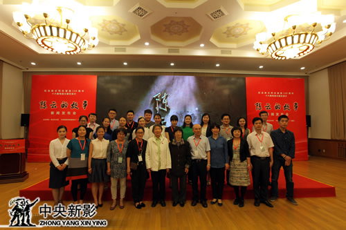 丝瓜成版人性视频app主创团队与陈云家人合影