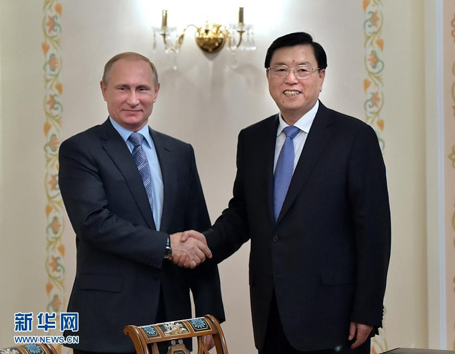 تشانغ ده جيانغ يلتقي ببوتين في موسكو