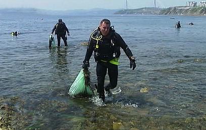 Приморские аквалангисты провели морской субботник