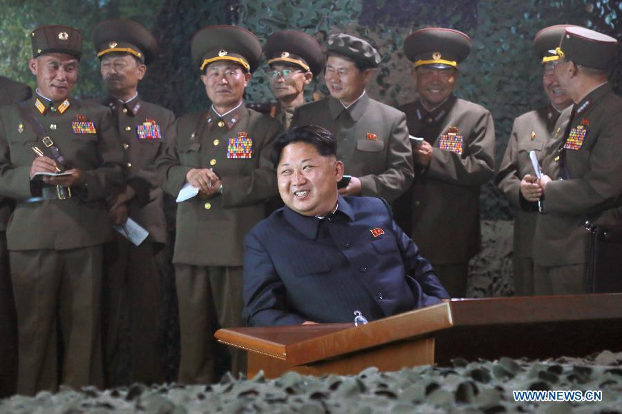 Ким Чен Ын проконтролировал ход ночных огневых учений на море